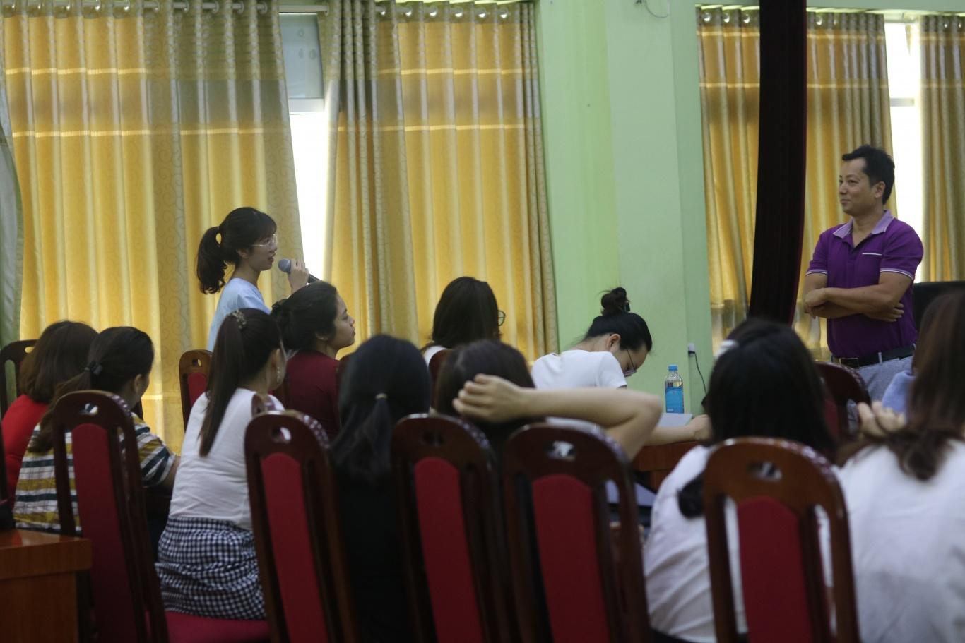 Giáo viên đặt câu hỏi với thầy Toàn về STEM